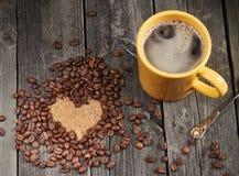 Coeur effectué à partir des grains de café Images stock