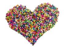 Coeur en bois coloré de perles Images stock