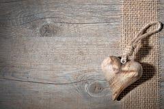 Coeur en bois découpé Images libres de droits
