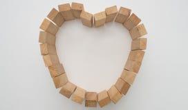 Coeur en bois de bloc dessus Images stock
