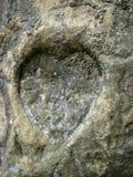 Coeur en pierre sur le mur Image libre de droits