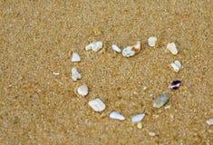 Coeur en sable Photographie stock