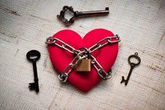 Coeur enchaîné avec la clé Photos stock