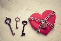 Coeur enchaîné avec la clé Photo stock