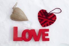 Coeur et amour dans la neige Photographie stock