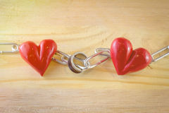 Coeur et anneau rouges avec la chaîne Photos libres de droits