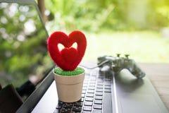 Coeur et arbre, arbre d'amour croissant Photo stock
