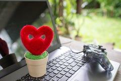 Coeur et arbre, arbre d'amour croissant Images libres de droits