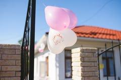Coeur et ballons roses Photo stock