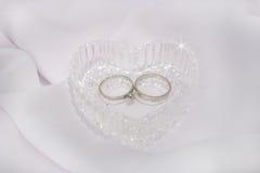 Coeur et boucles de mariage en cristal Images libres de droits