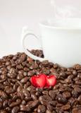 Coeur et café de cadeau Photo stock