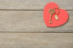 Coeur et clé rouges Photo libre de droits