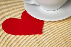Coeur et cuvette de papier Photos libres de droits