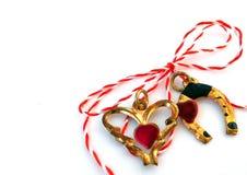 Coeur et fer à cheval avec de la ficelle rouge et blanche Image libre de droits
