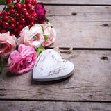Coeur et fleurs décoratifs Photographie stock