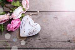 Coeur et fleurs décoratifs Photographie stock libre de droits