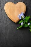 Coeur et myosotis Photos libres de droits