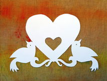 Coeur et oiseaux. Coupe de papier Photo libre de droits
