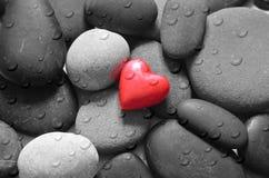 Coeur et pierres rouges Image stock