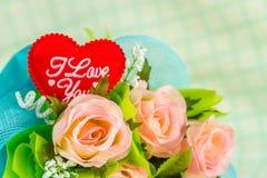 Coeur et roses rouges Photographie stock libre de droits