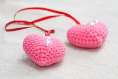 Coeur fabriqué à la main de rose de knit de crochet d'amigurumi Photo libre de droits