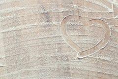 Coeur fait à partir de la farine blanche Photographie stock