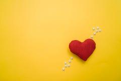 Coeur fait avec des mains photographie stock