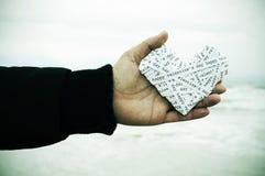 Coeur fait avec les bandes de papier avec le jour de valentines heureux des textes, Image libre de droits