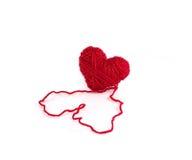 Coeur fait de fil de laines rouge Photo stock