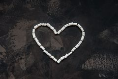 Coeur fait de guimauve blanche de coeur, décoration pour l'amour Image libre de droits