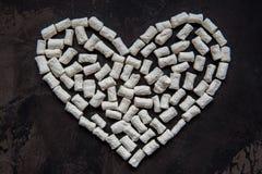 Coeur fait de guimauve blanche de coeur, décoration pour l'amour Photo libre de droits