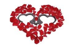 Coeur fait de roses avec des menottes à l'intérieur Images stock
