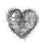 Coeur fait en explosion de poudre noire d'isolement sur le blanc Photos stock