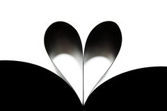 Coeur fait en roulé vers le haut des feuilles du livre photo libre de droits