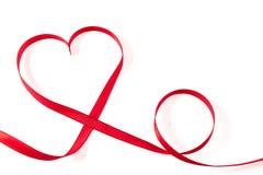 Coeur fait en ruban sur le fond blanc Image libre de droits