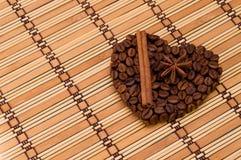 Coeur fait main de café Photographie stock libre de droits