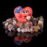 Coeur fait main et collier d'argile de plan rapproché de gemme Photos stock