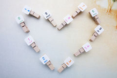 Coeur fait par la disposition en bois d'agrafes Image libre de droits