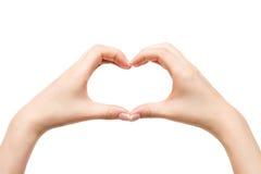 Coeur femelle d'exposition de mains sur le fond blanc Images stock