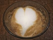 Coeur formé par lait Images stock