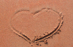 Coeur handwrited sur le sable Photographie stock