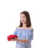 Coeur heureux de rouge de prise de femme Long cheveu Images stock
