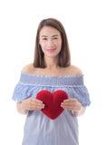 Coeur heureux de rouge de prise de femme Long cheveu Image libre de droits
