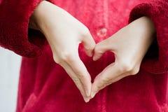 Coeur humain de main Photos stock