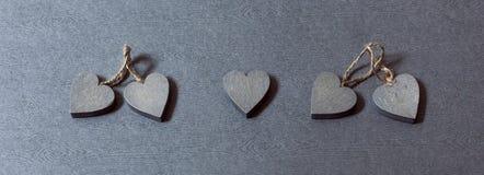 Coeur isol? parmi des couples image stock