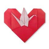 Coeur japonais d'oeigami rouge mignon avec la grue de papier Image stock