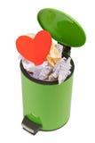 Coeur jeté dans les déchets Le concept de la séparation, terminatio Photo libre de droits