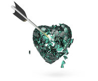 Coeur métallique brillant cassé avec la flèche Photos stock