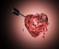Coeur métallique brillant cassé avec la flèche Photo libre de droits