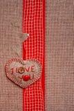 Coeur main-cousu par fond de Valentine texstile Photographie stock libre de droits